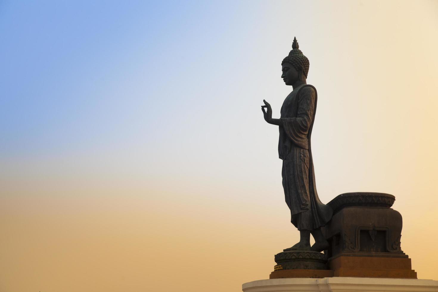 grande Buda ao pôr do sol foto