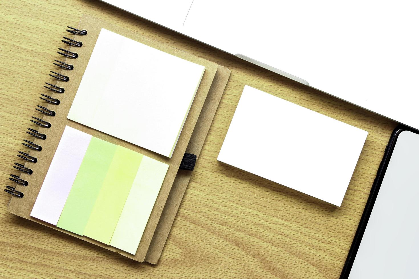 maquete de cartão de visita na mesa foto