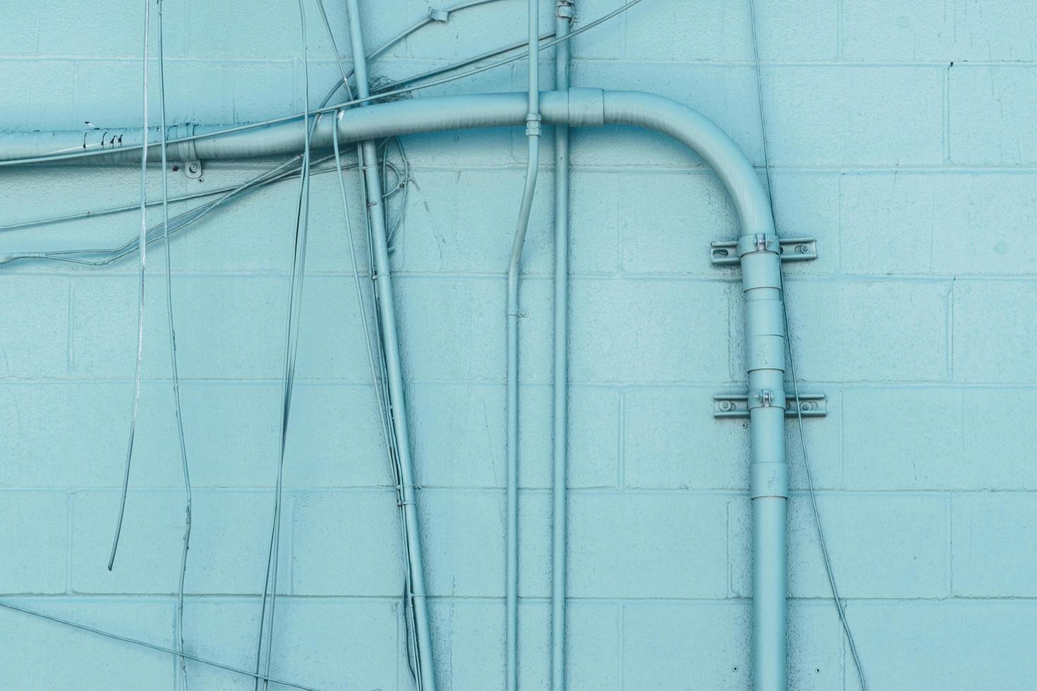 parede azul com sistema de tubulação foto