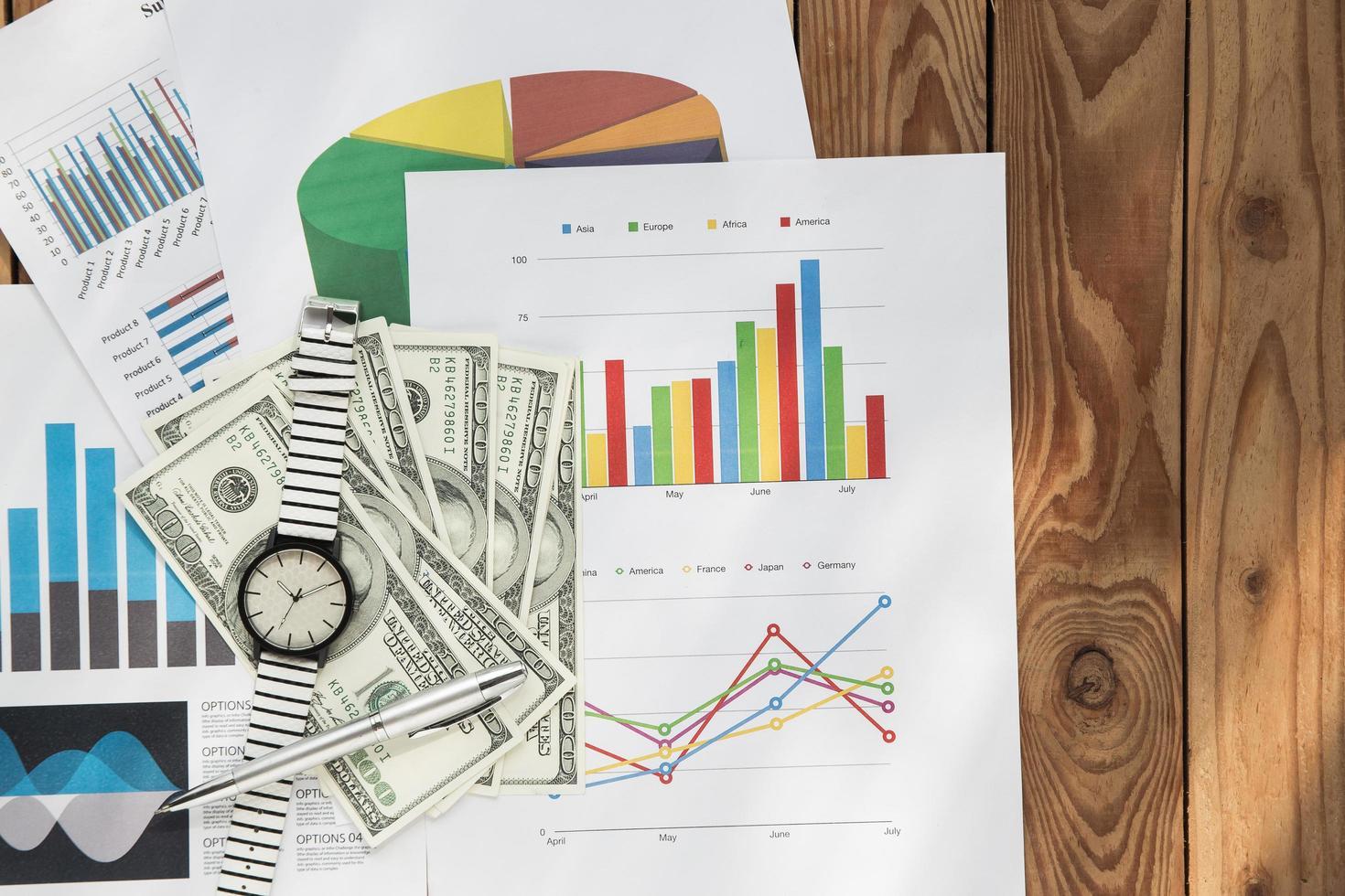gráfico de negócios plano em um fundo de madeira foto