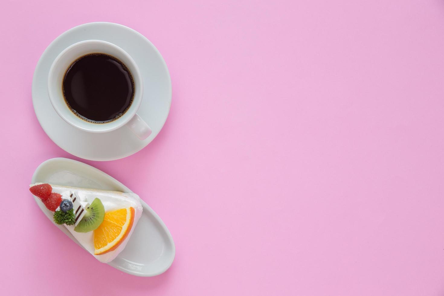 vista superior do café e sobremesa foto