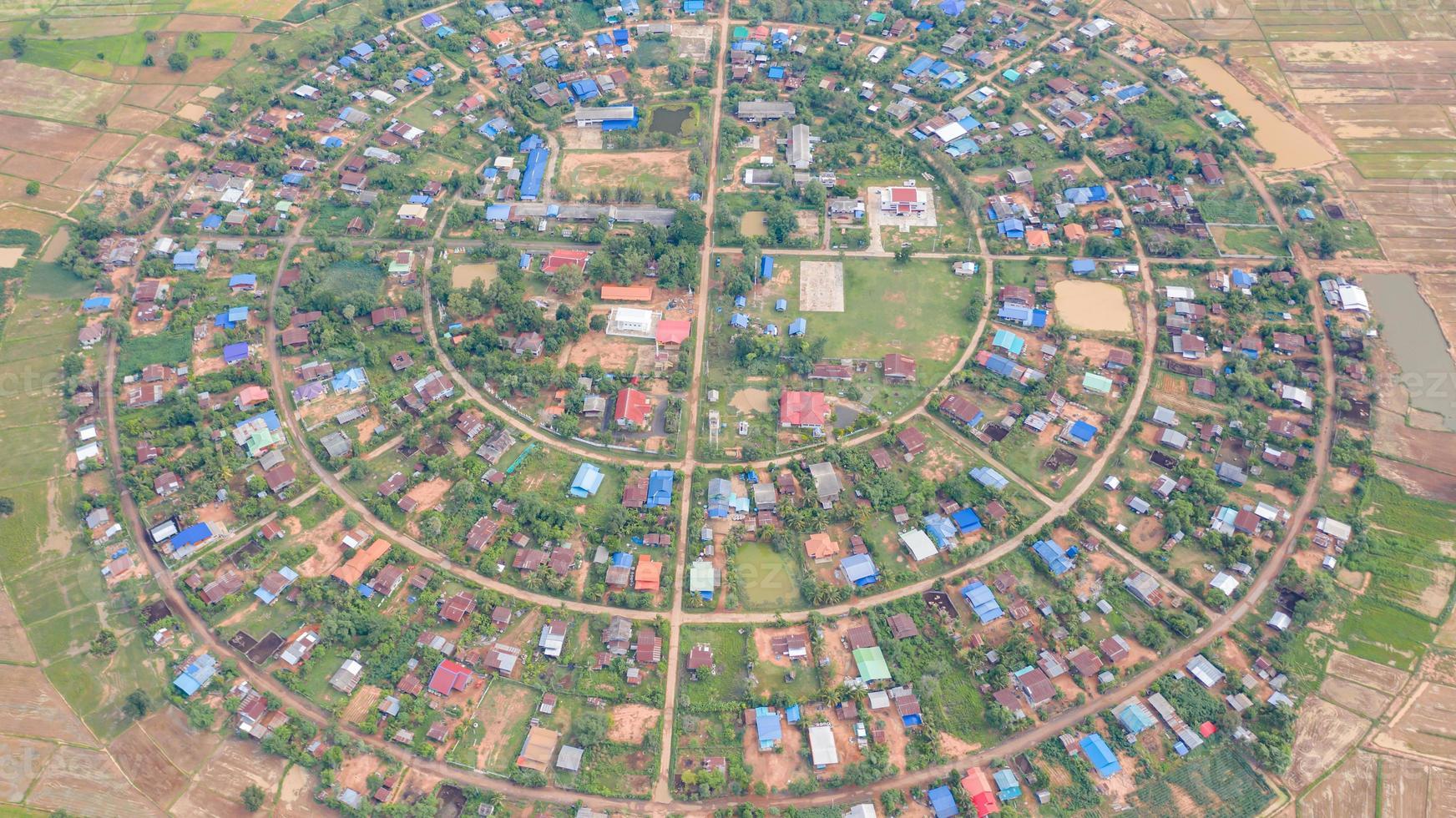 vista aérea de uma vila foto