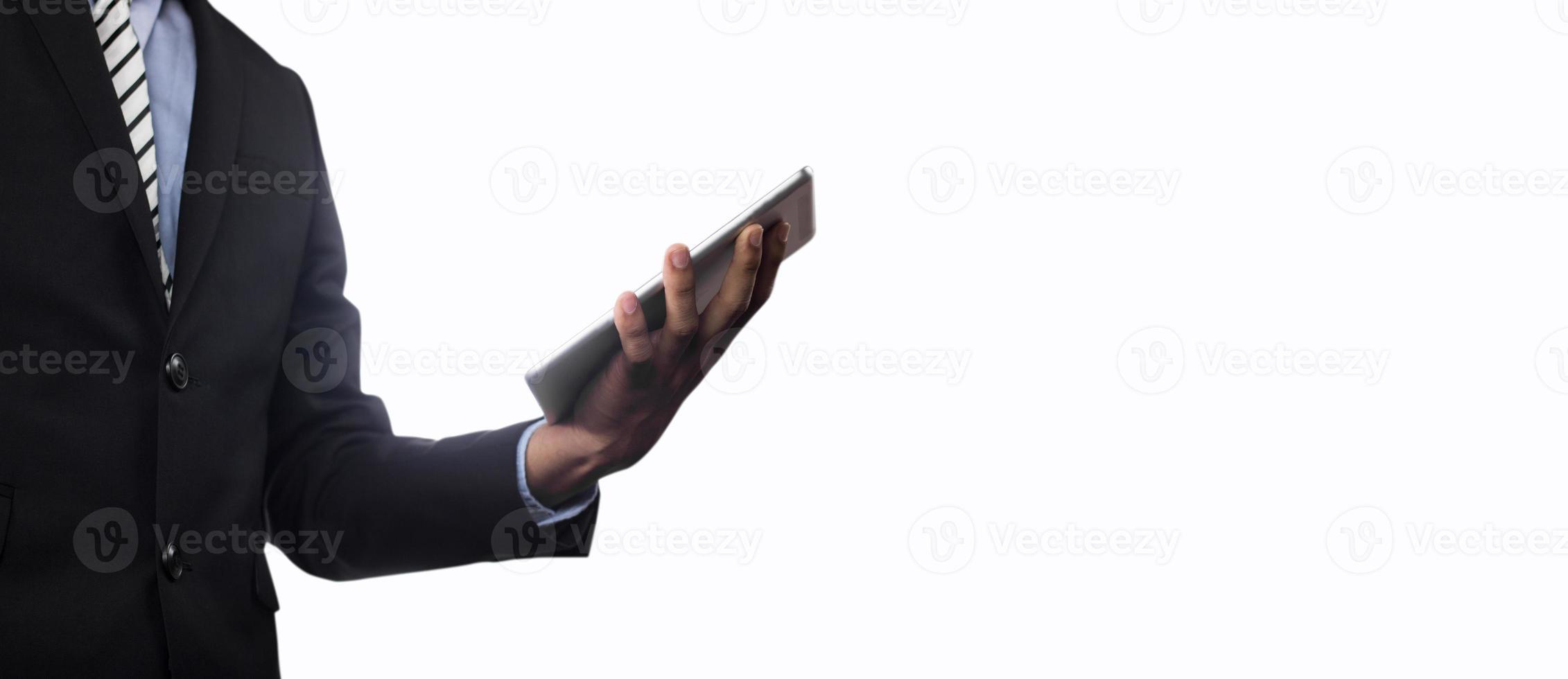 empresário segurando tablet isolado no fundo branco foto