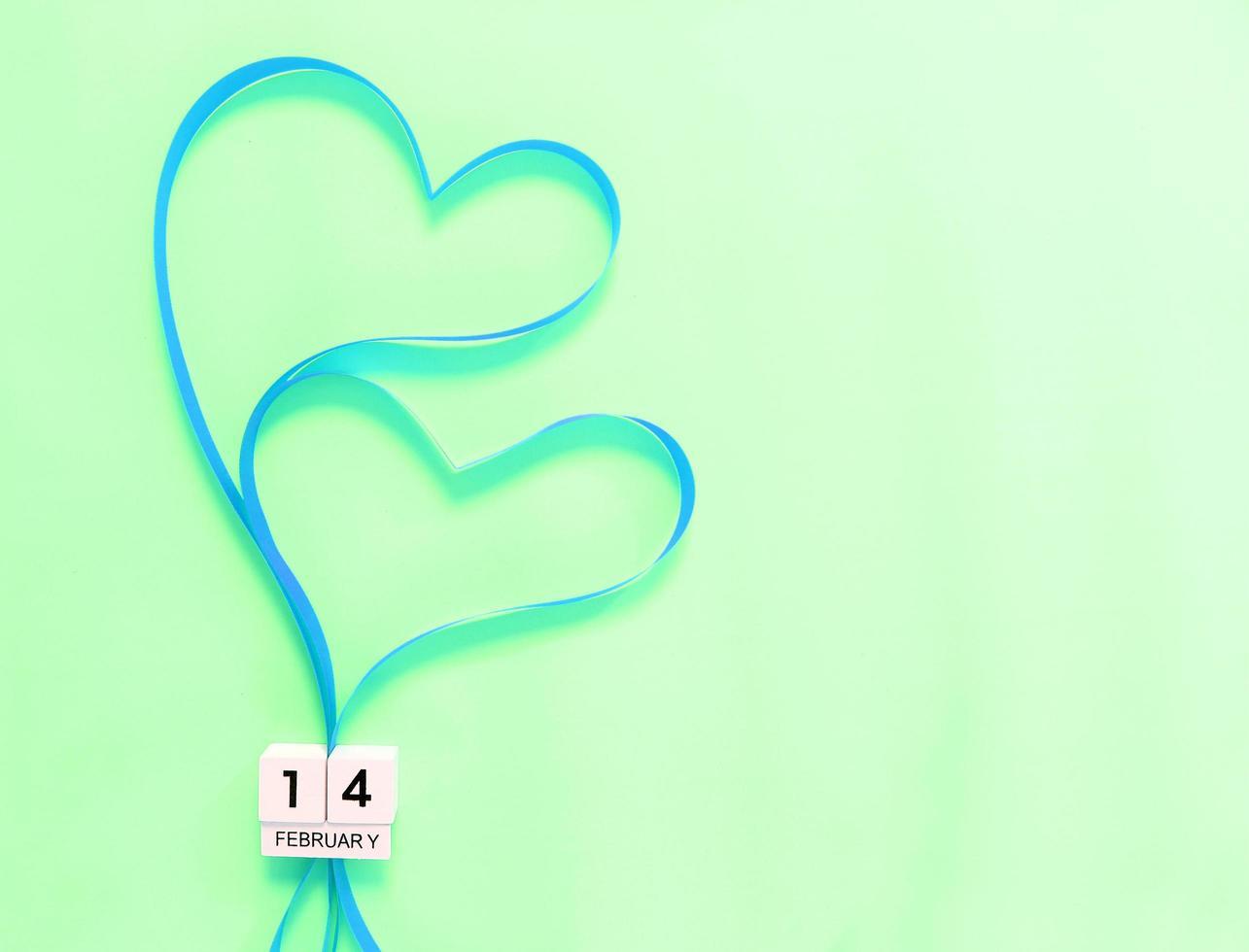 corações de fita verde foto