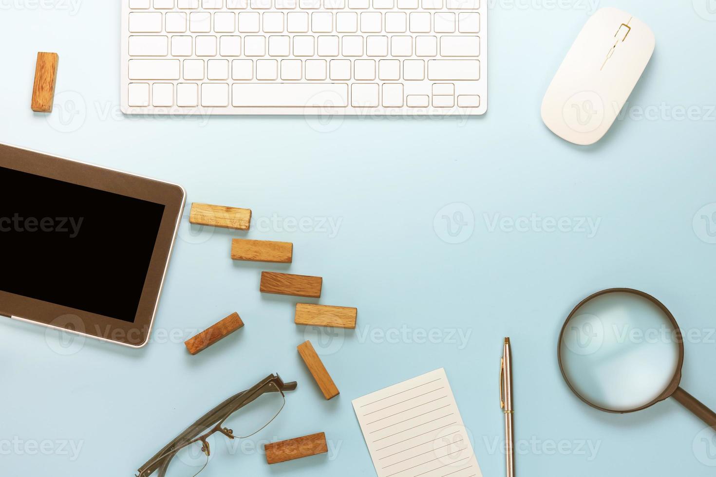 vista de mesa em azul suave foto