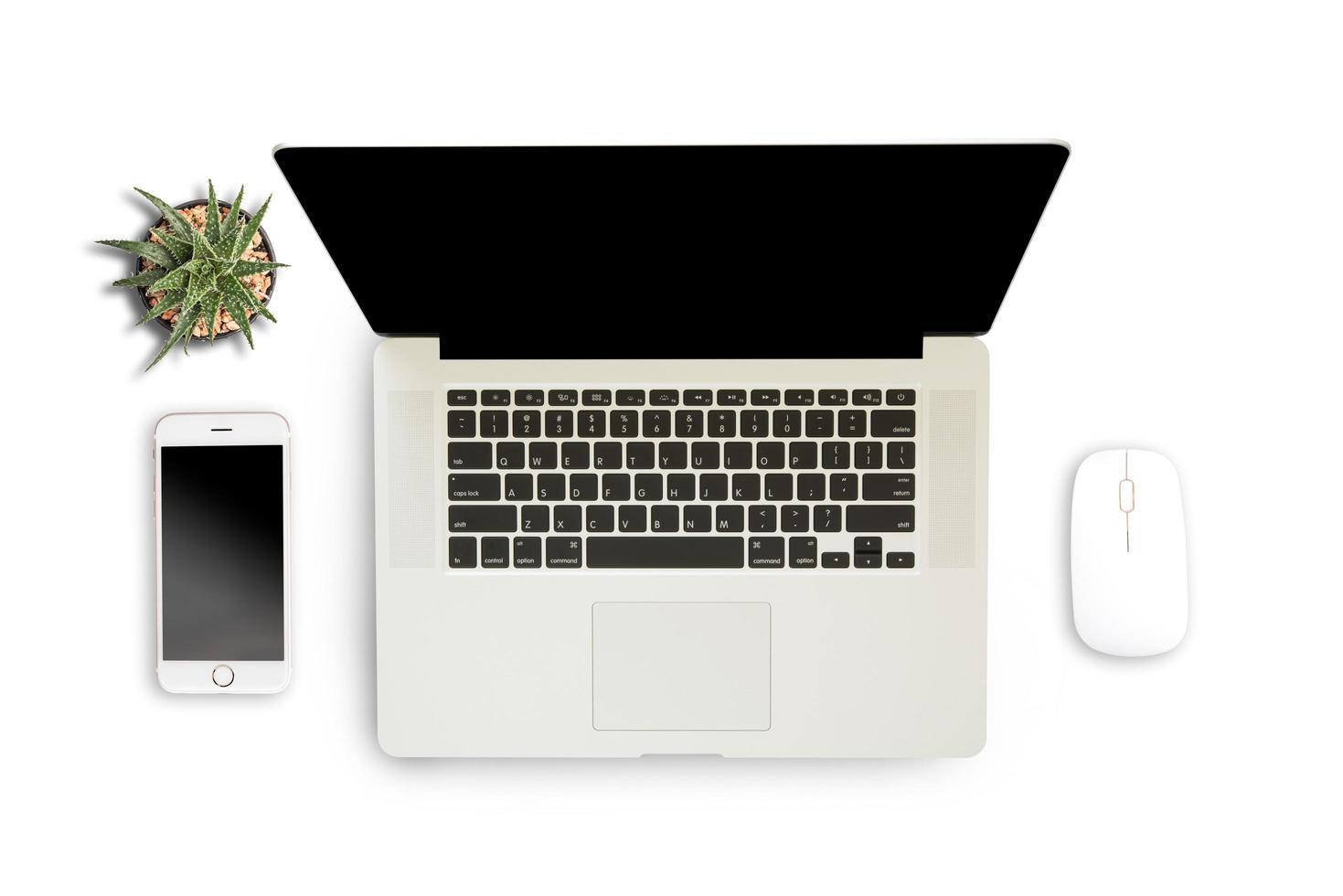 fundo branco com laptop, smartphone e notebook foto