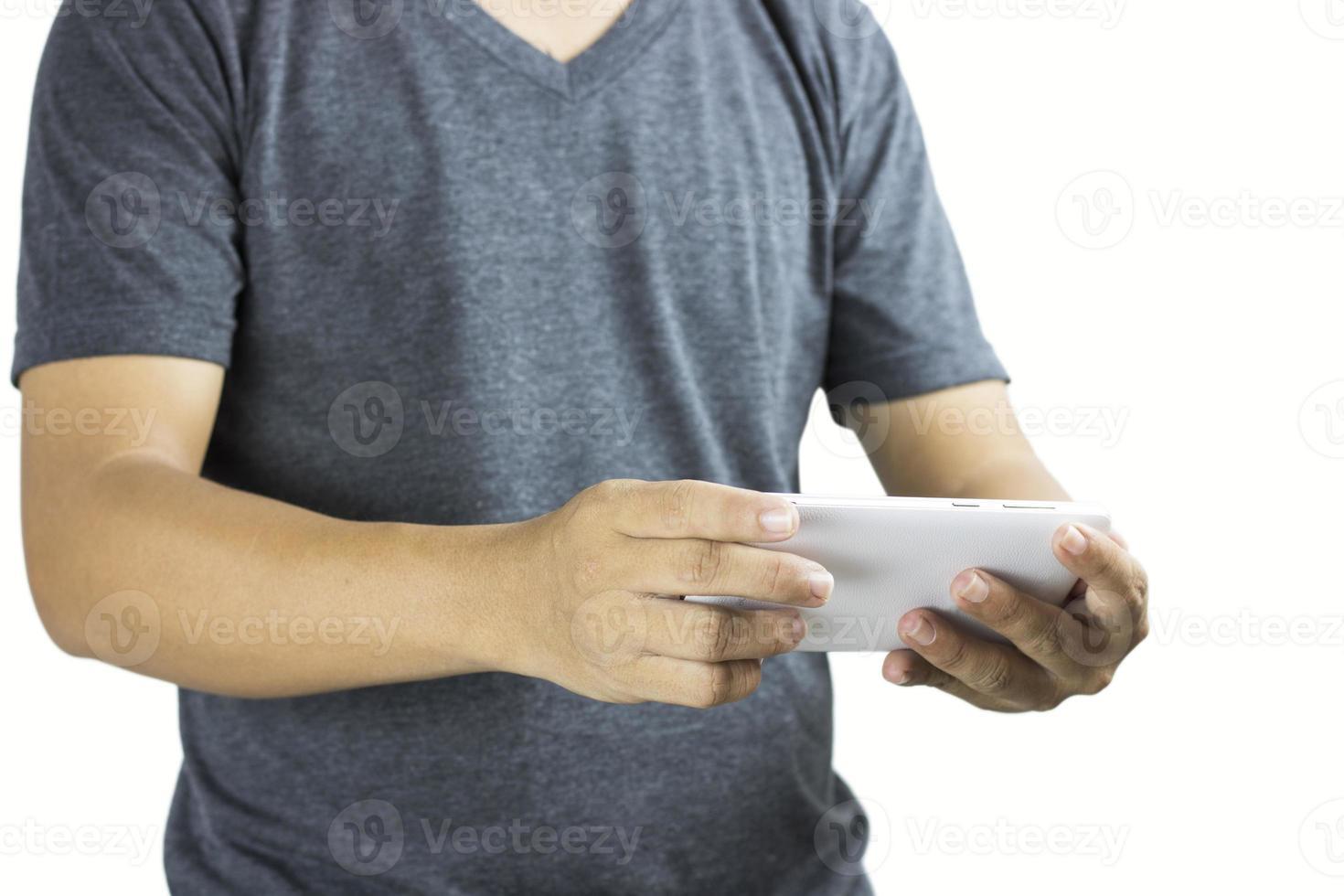 homem usando telefone em fundo branco foto