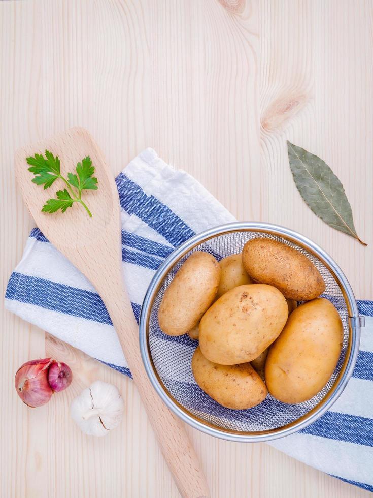 batatas e ervas foto