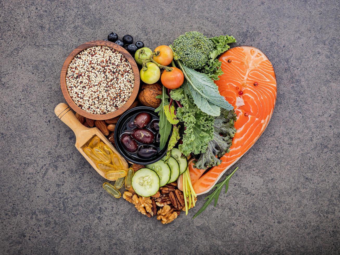 alimentos cetogênicos em forma de coração foto