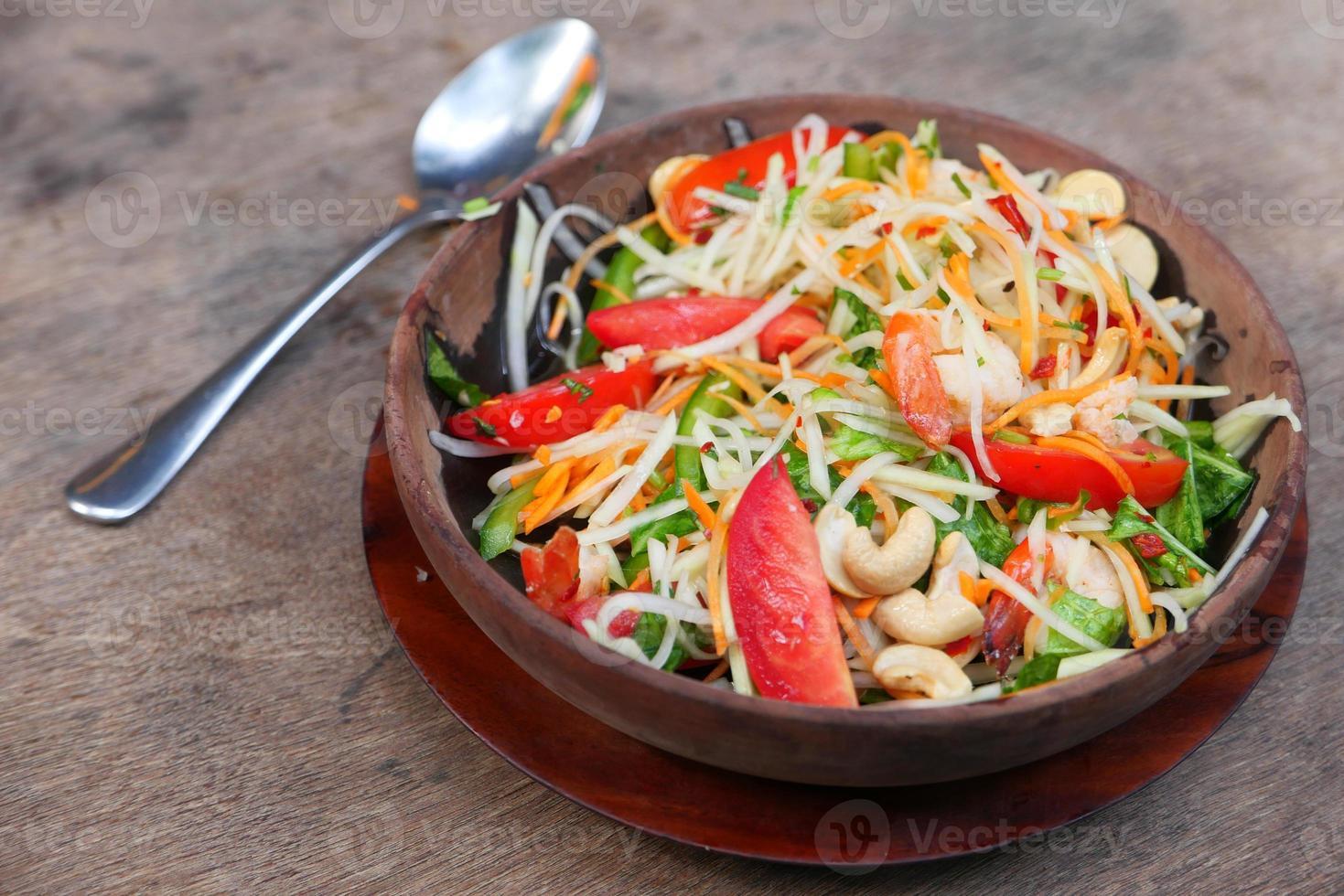 salada de vegetais colorida foto