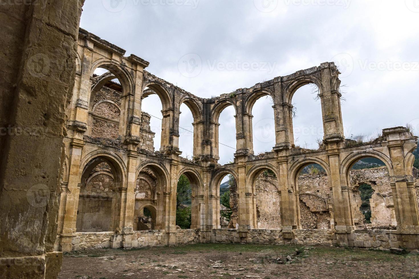 ruínas de um antigo mosteiro foto