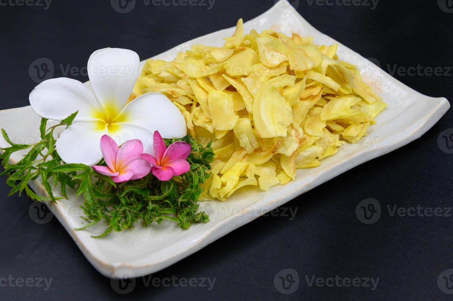 durian frito em um prato foto