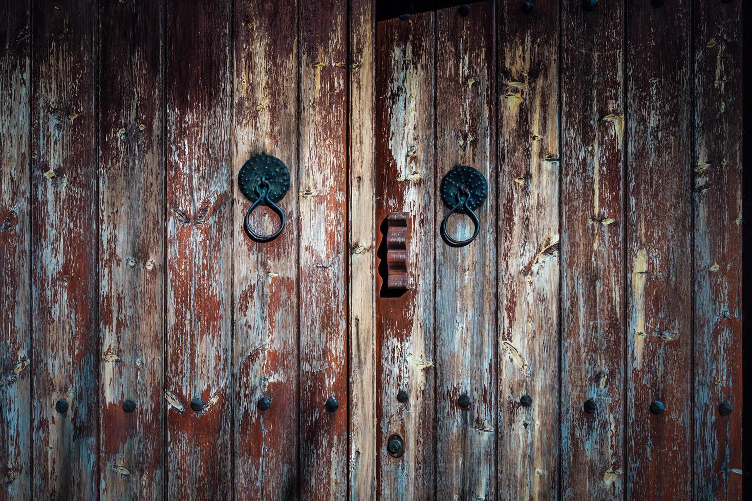 porta de madeira velha foto