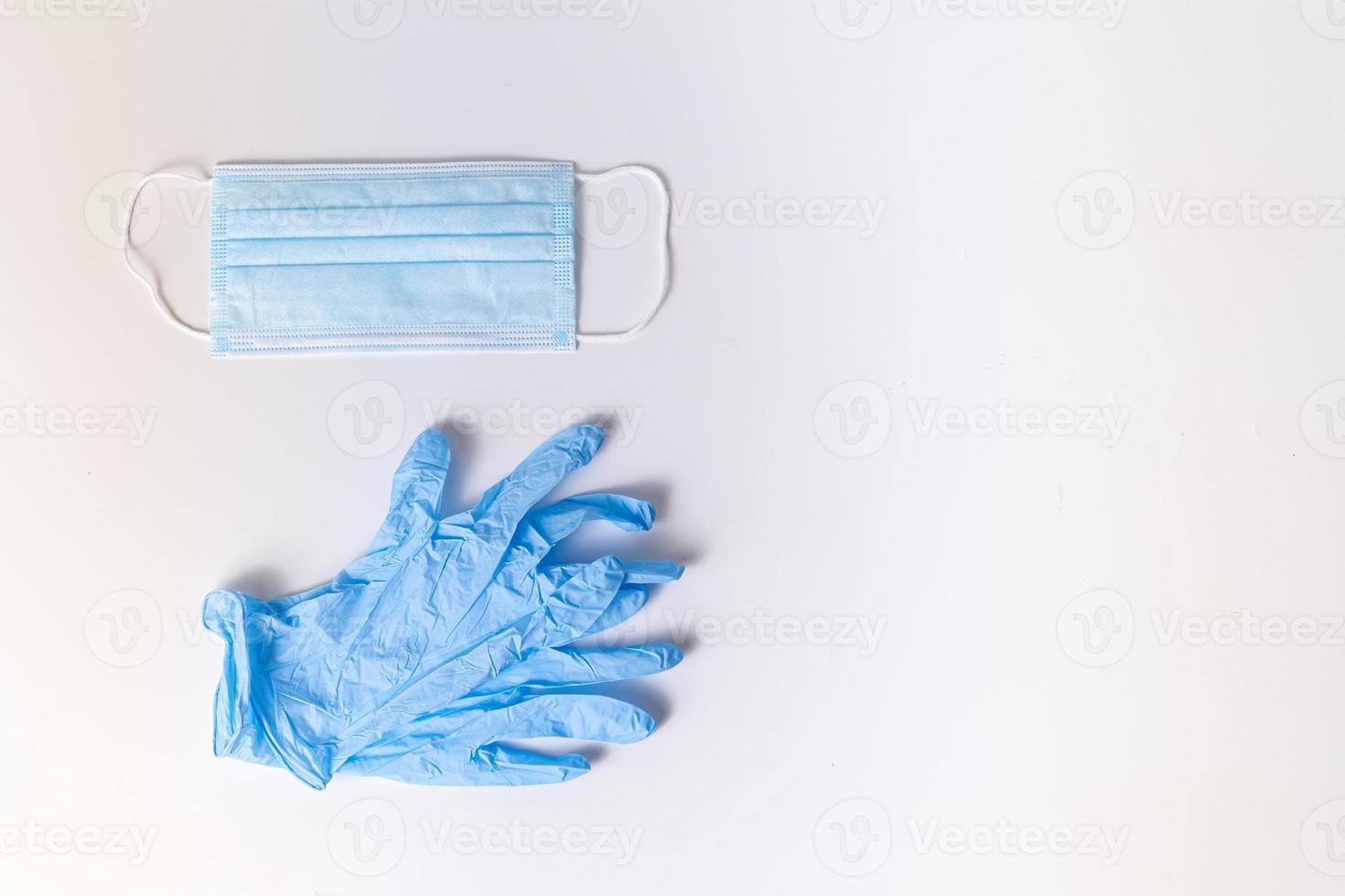 máscara cirúrgica e luvas de nitrilo foto