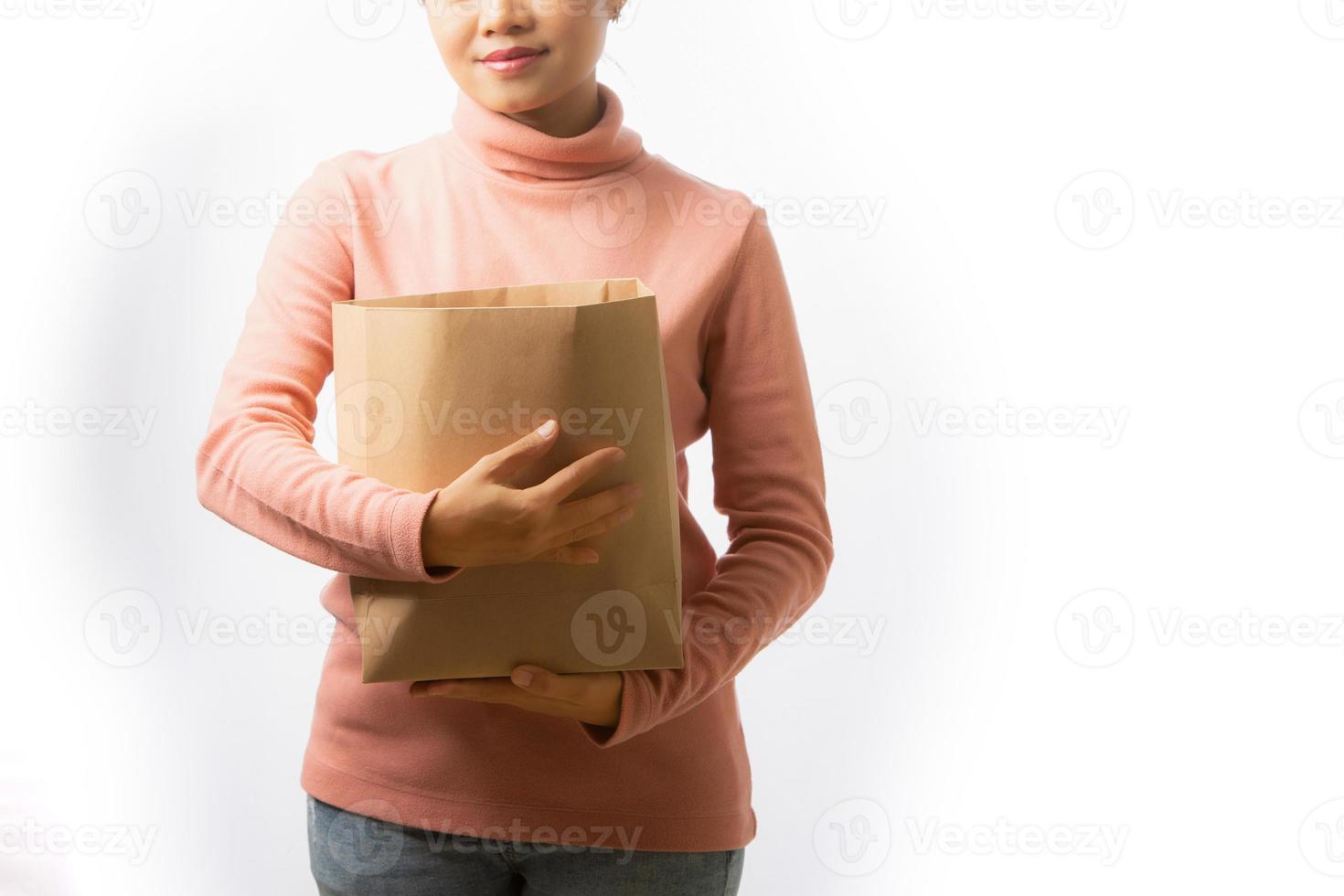 jovem mulher às compras foto