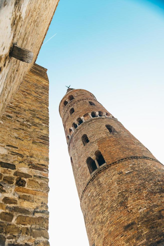 campanário duomo santo stefano em caorle itália foto