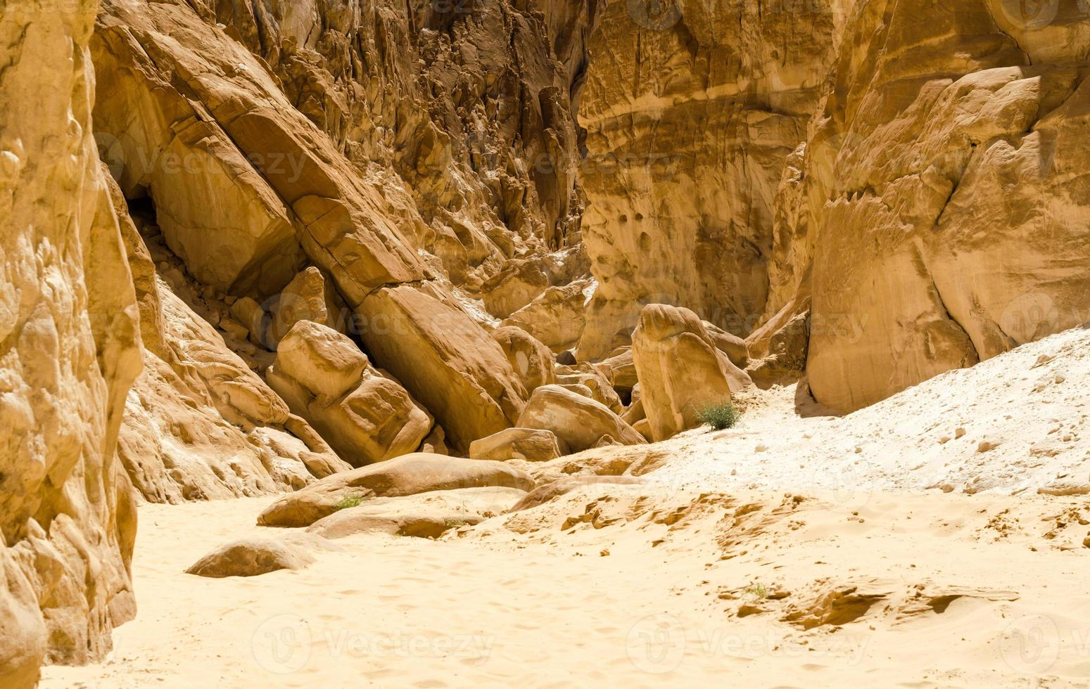 rochas e areia foto
