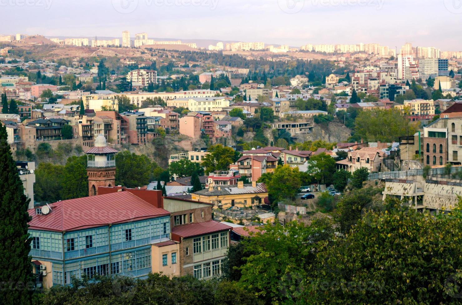 vista aérea de uma cidade na georgia foto