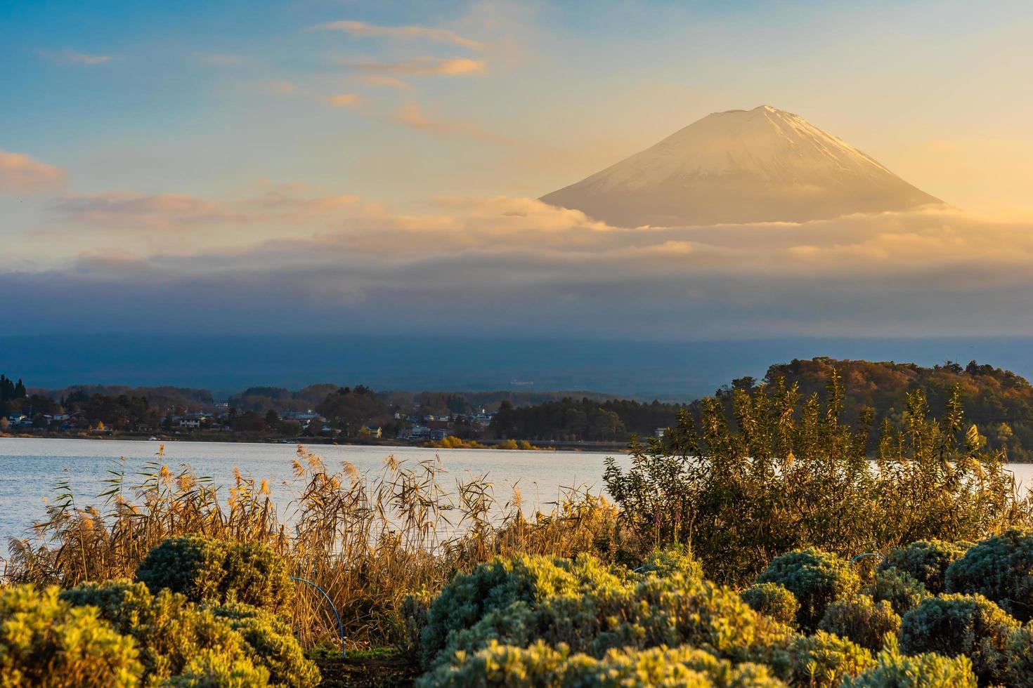 bela paisagem em mt. fuji, japão foto