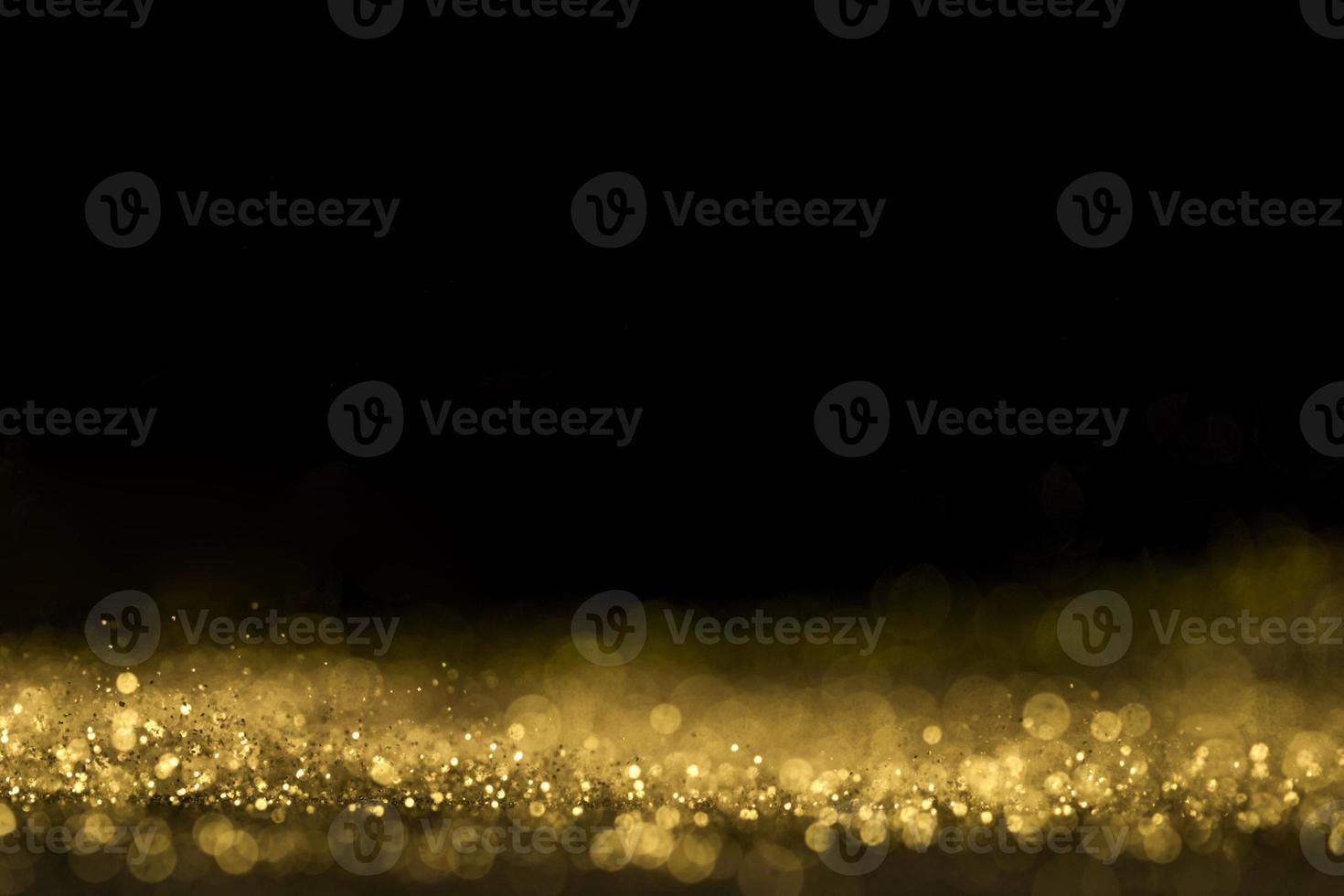 glitter dourado de close-up com espaço de cópia em fundo preto foto