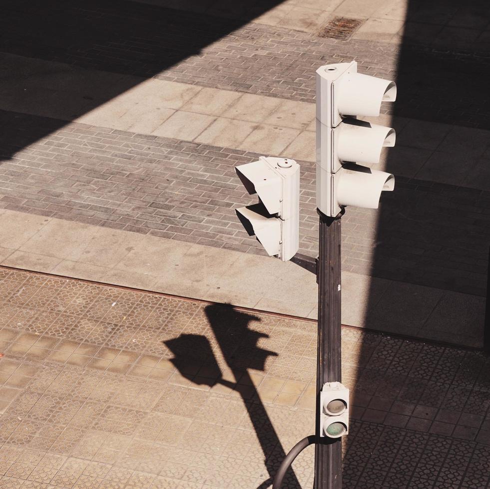 semáforo na rua na cidade de bilbao, espanha foto