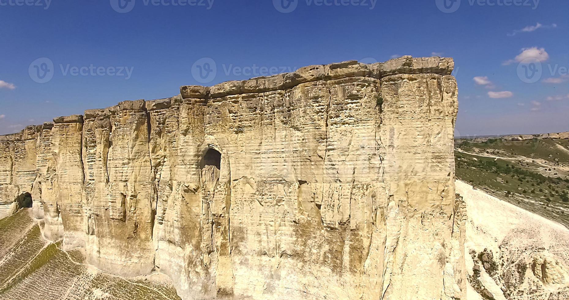 vista aérea da paisagem montanhosa na Crimeia foto