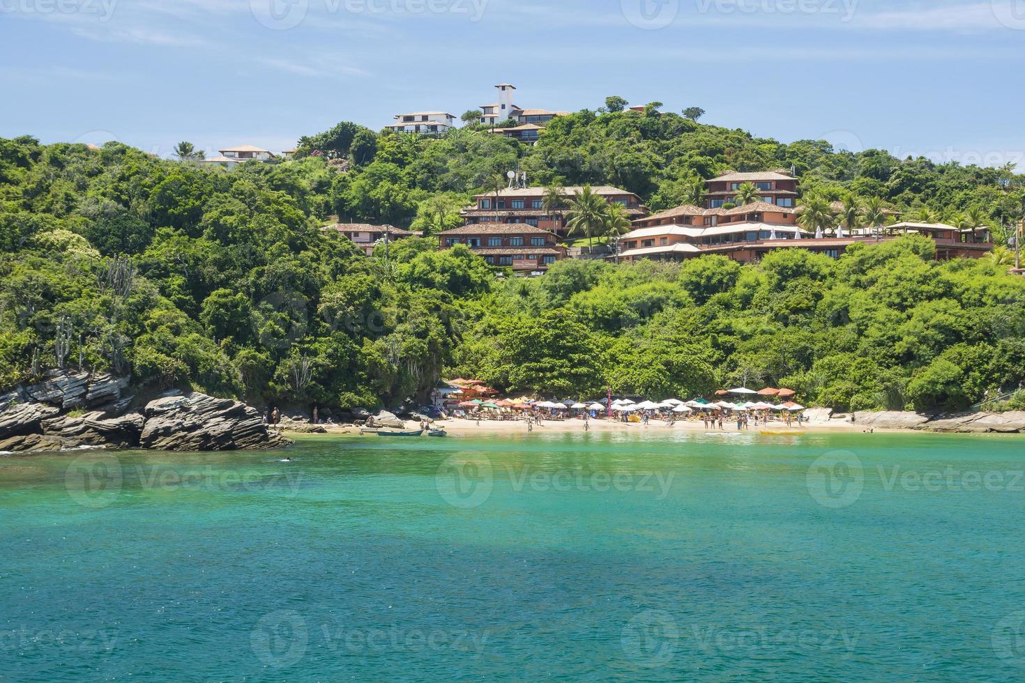 praia tropical em búzios no brasil foto