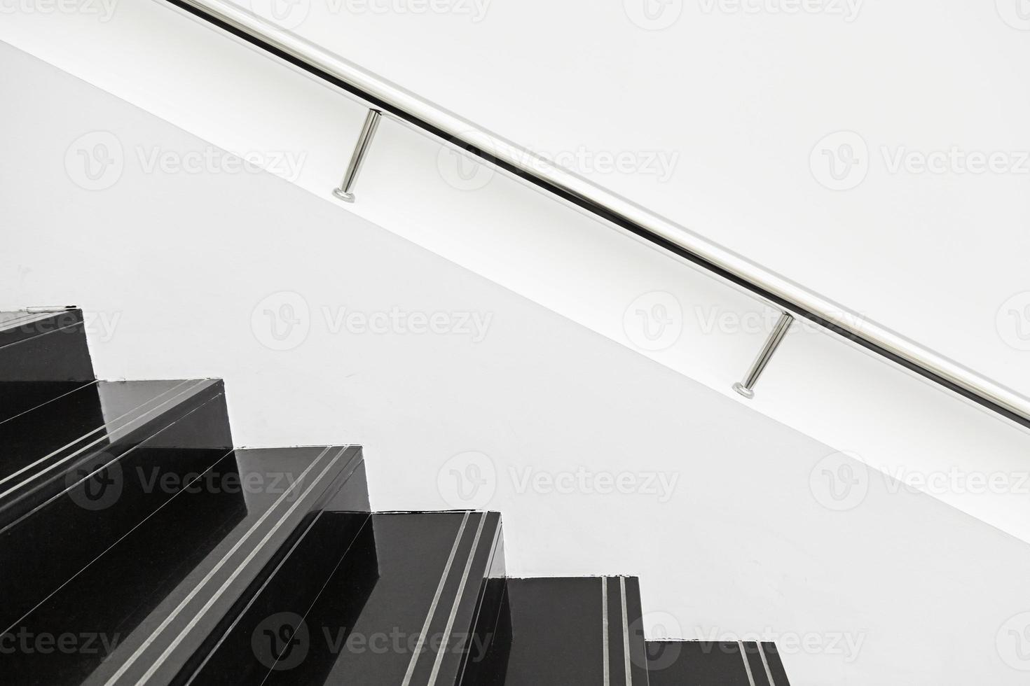 escada de mármore preto foto