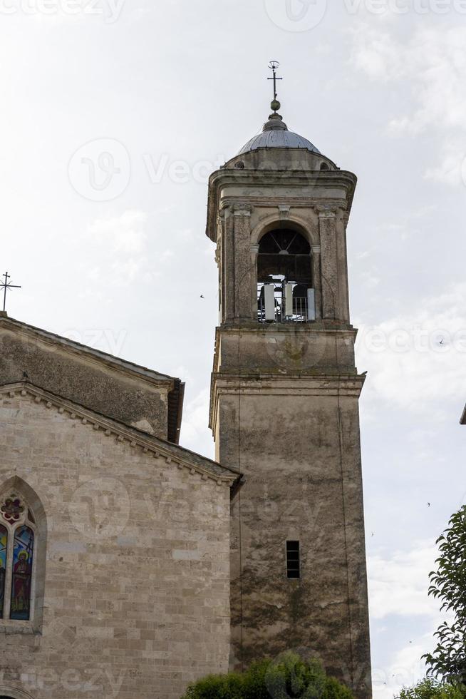 torre do sino de santo gemini na cidade de san gemini, itália, 2020 foto
