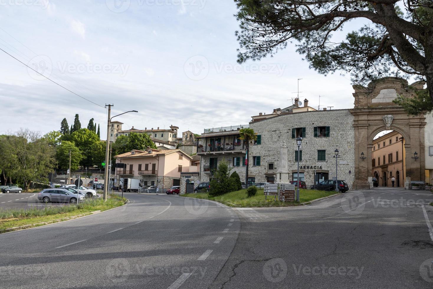 edifícios da cidade de san gemini, itália, 2020 foto