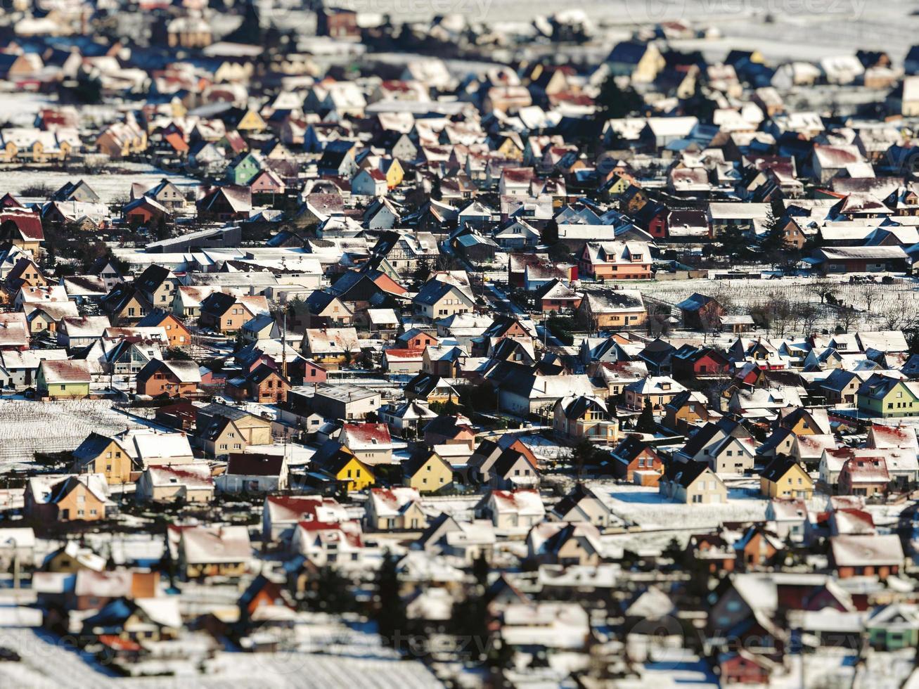 vista panorâmica dos vinhedos cobertos de neve no vale do Reno foto