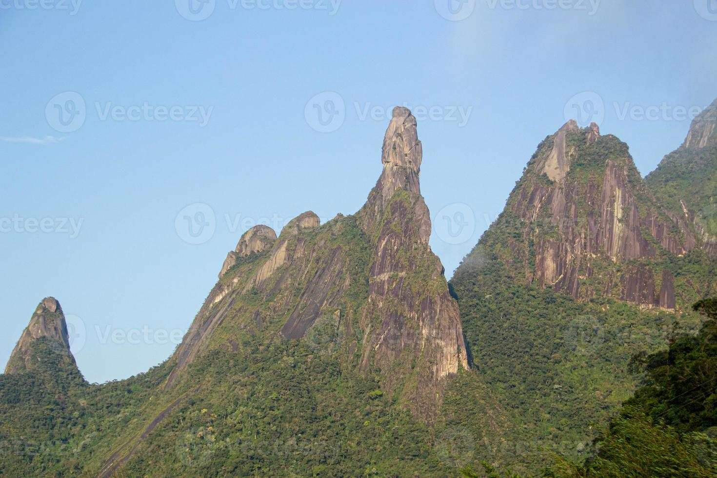 serra de teresópolis, dedo de nossa senhora, dedo de deus e cabeça de peixe, rio de janeiro, brasil foto