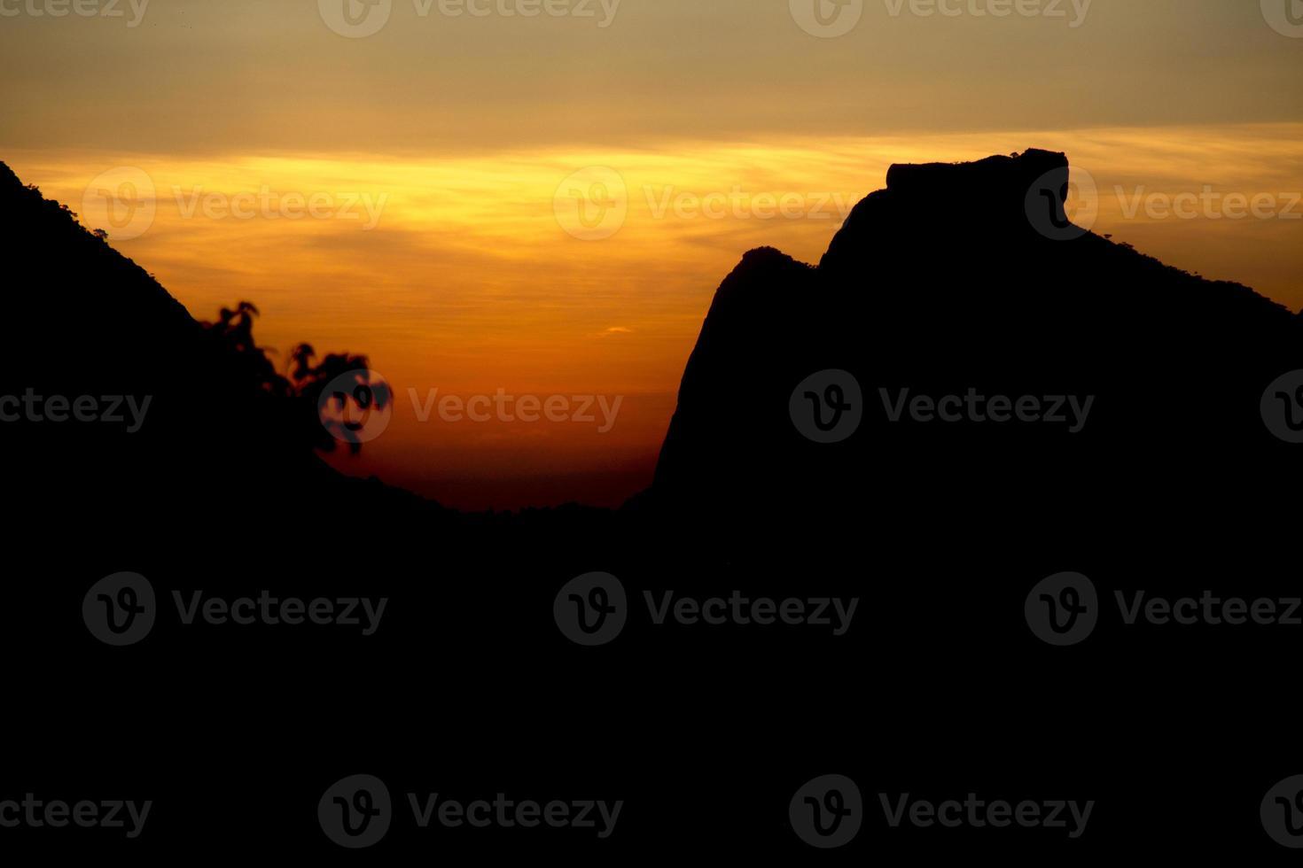 pôr do sol no rio de janeiro, brasil foto