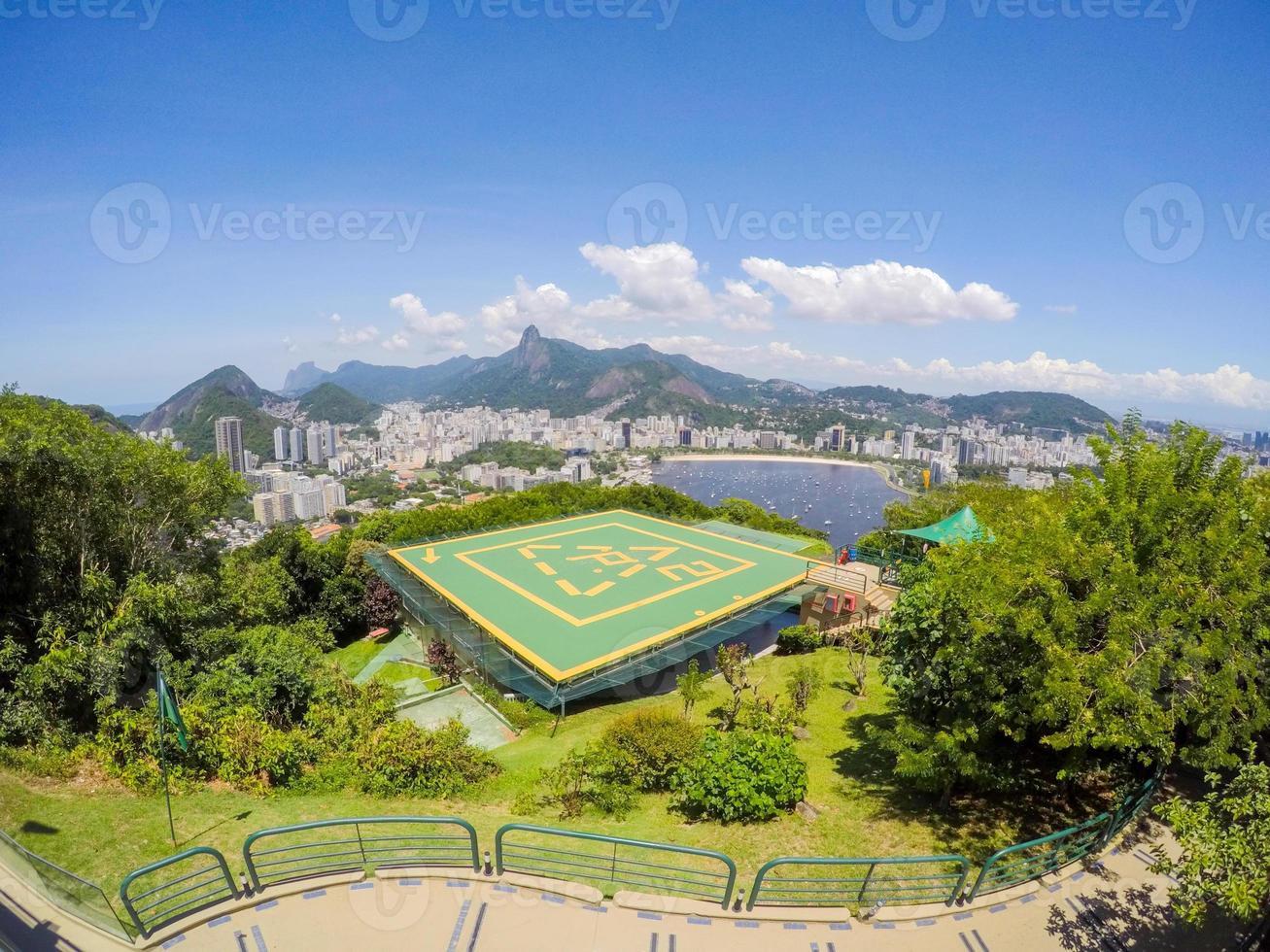 vista do topo do morro da urca, montanha do pão de açúcar no rio de janeiro, brasil foto