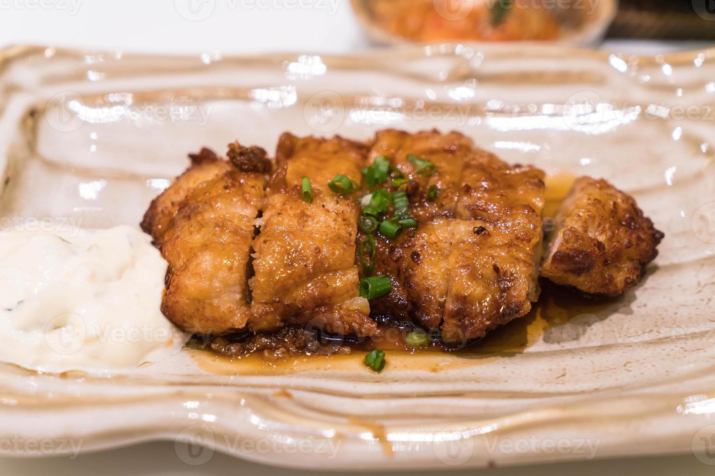 frango frito com molho teriyaki - comida japonesa foto