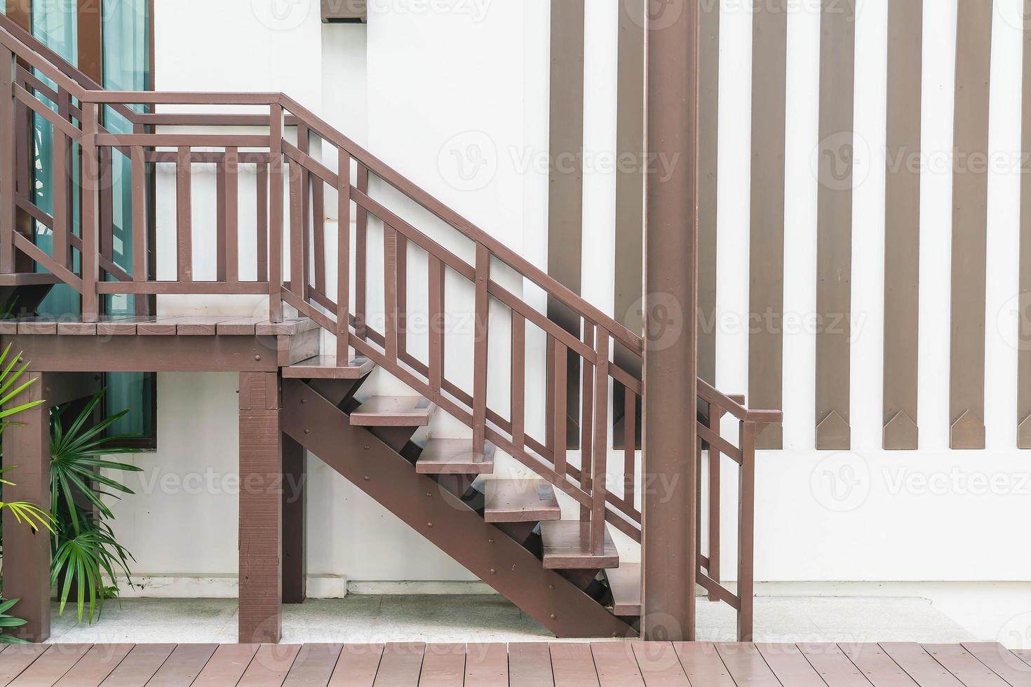 decoração de escada de madeira estilo ao ar livre foto