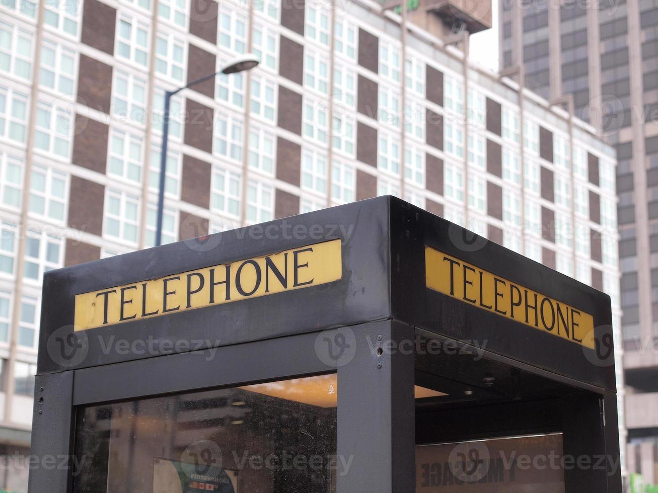 cabine telefônica ao ar livre foto