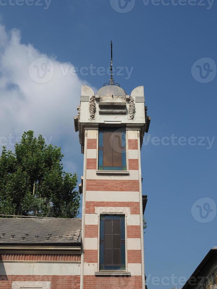Igreja de Santa Isabel na vila de Leumann em Collegno foto