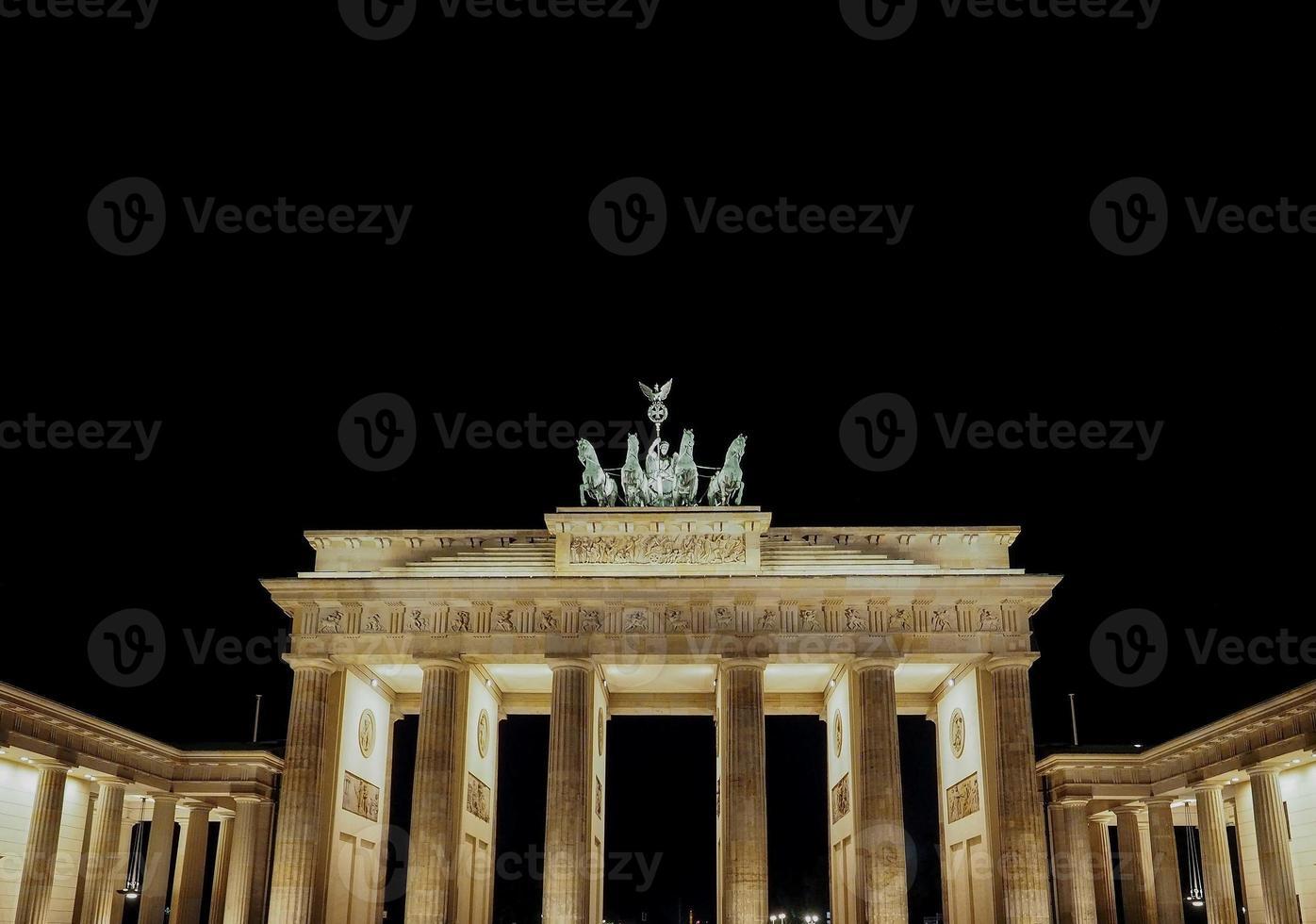 Brandenburger Tor Brandenburg Gate à noite em Berlim foto