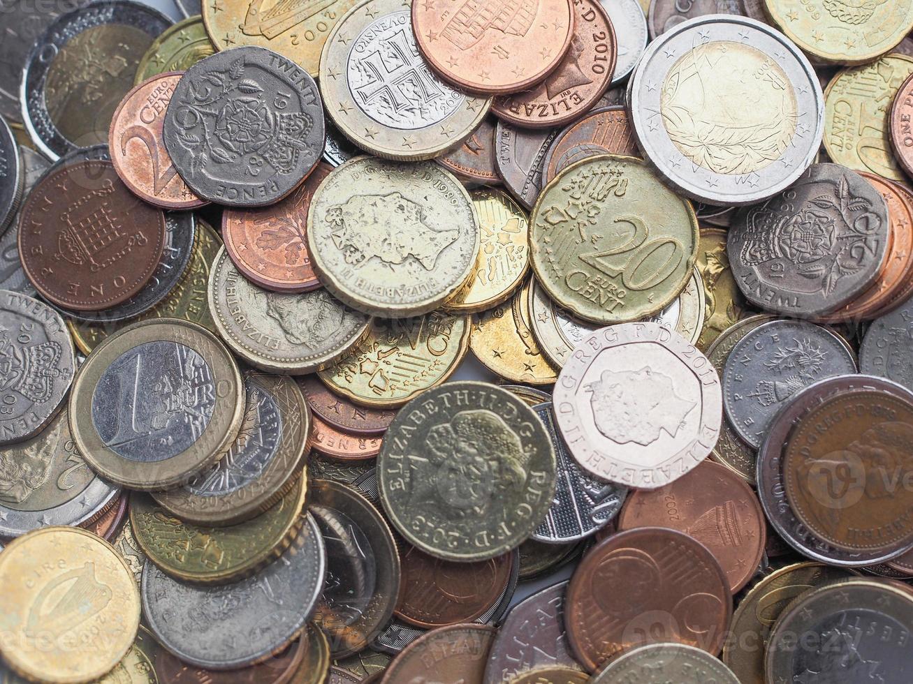 moedas de euro e libras foto