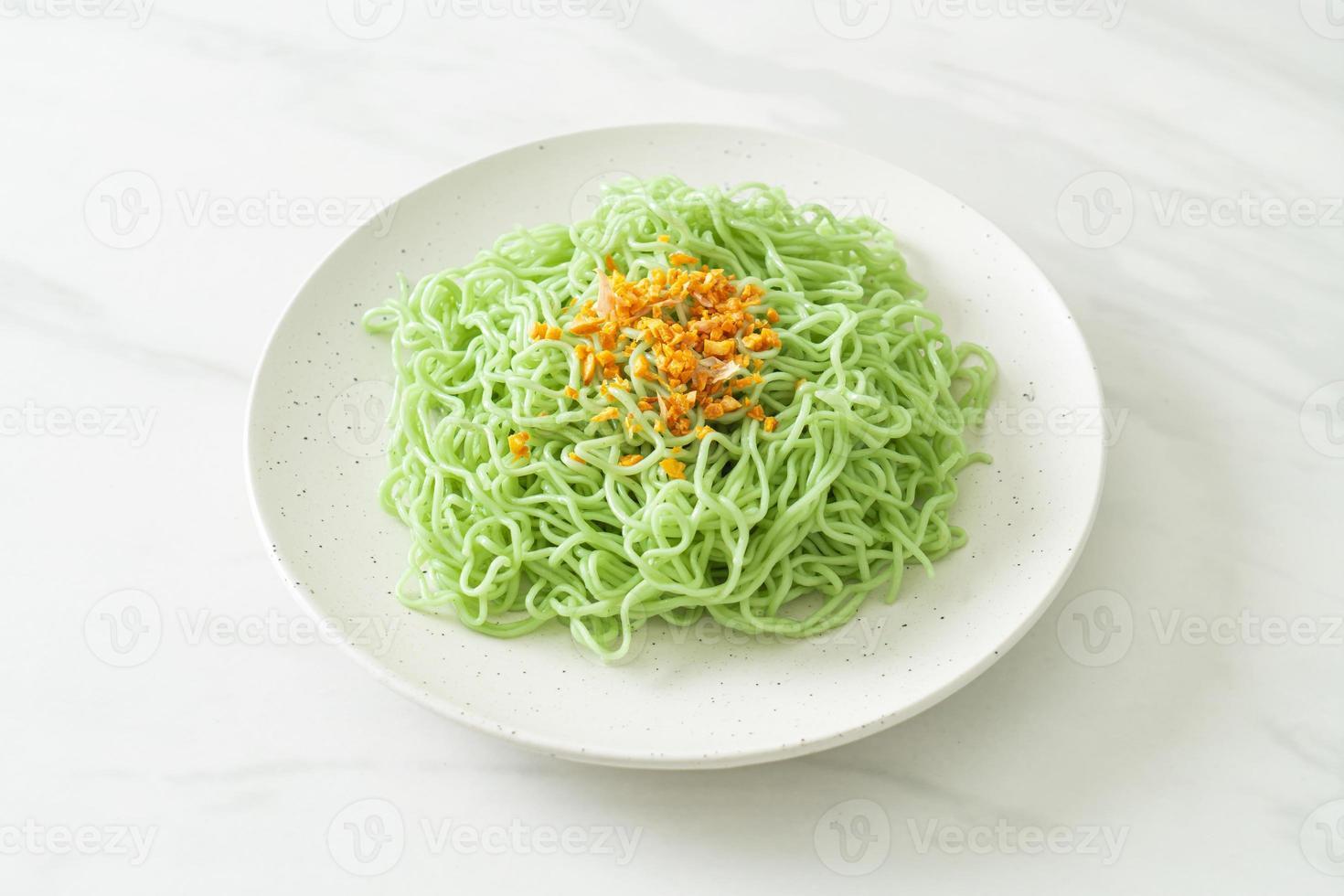 macarrão de jade verde com alho foto