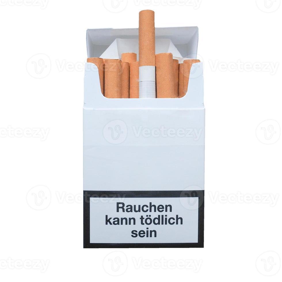 fumar mata você em alemão isolado sobre o branco foto