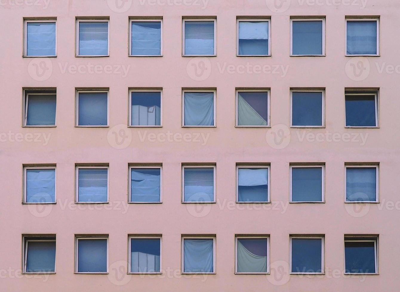 fachada moderna com janelas foto
