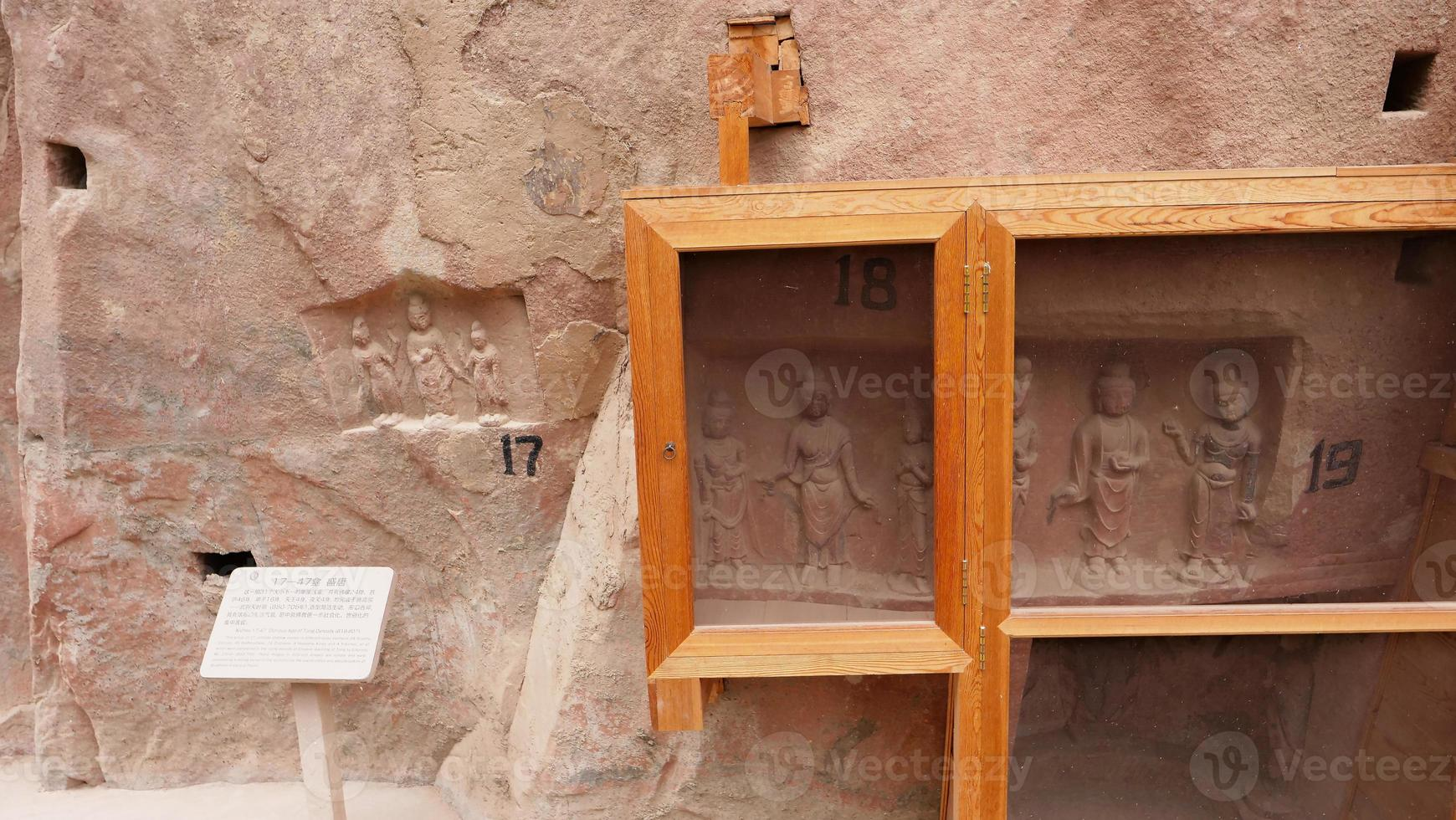 escultura de grutas budistas no agitado templo de Lanzhou Gansu, China foto