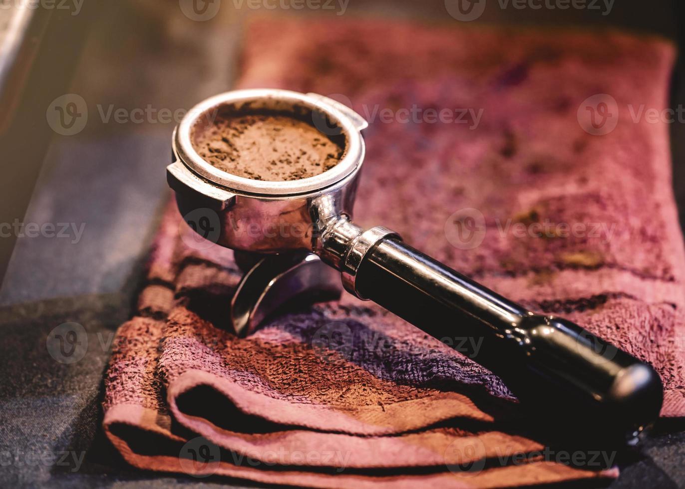 máquina de café expresso fazendo café foto