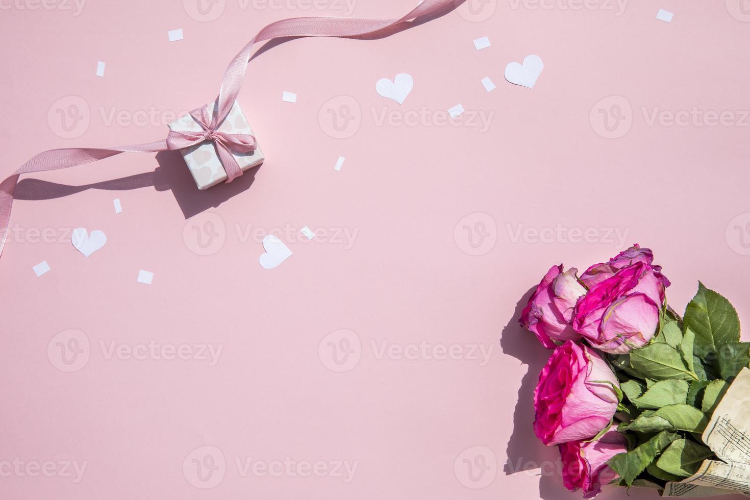 bouquet minimalista de rosas foto