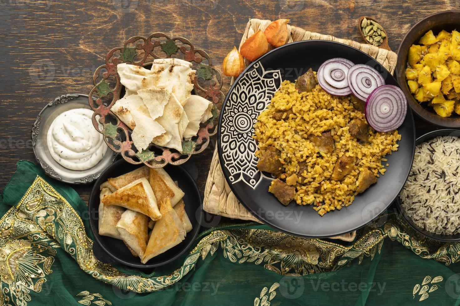refeição indiana com arroz foto