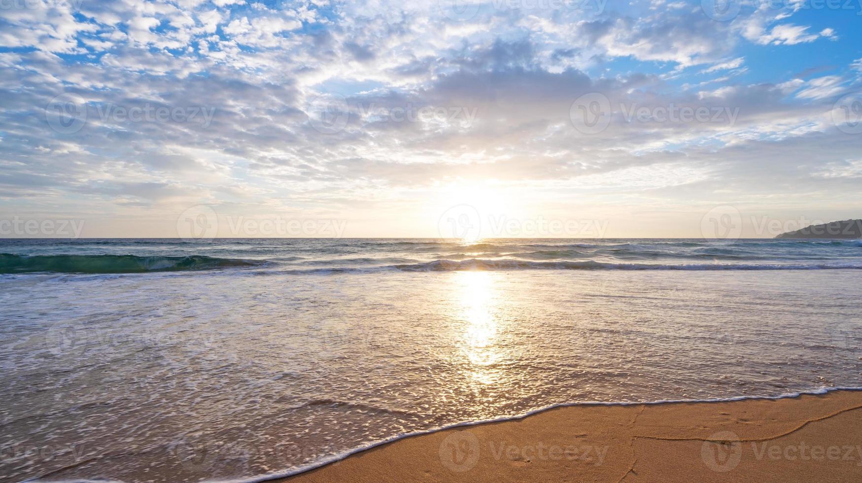 incrível mar de praia tropical foto