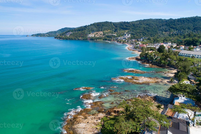 kalim beach phuket tailandia drone câmera vista de alto ângulo foto