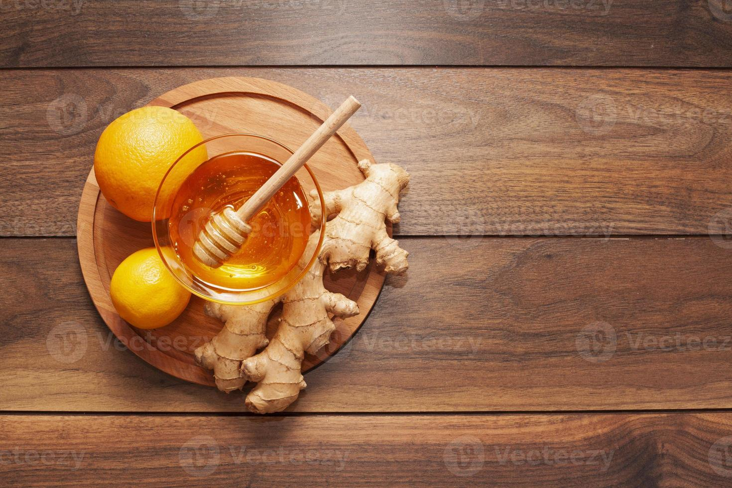 mel caseiro com gengibre e limão foto